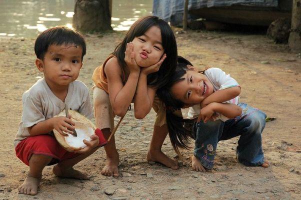 Lustige vietnamesische Kinder