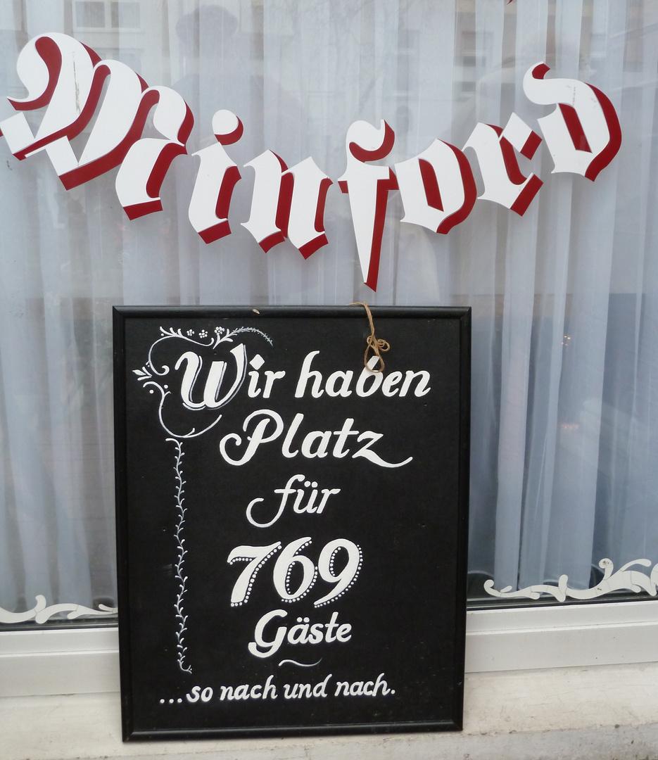 Lustiges Schild an einem Cafe in Bad Oeynhausen