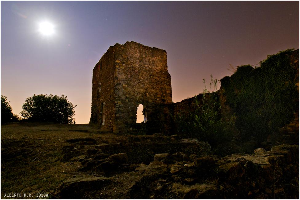 Luz de luna en ruinas