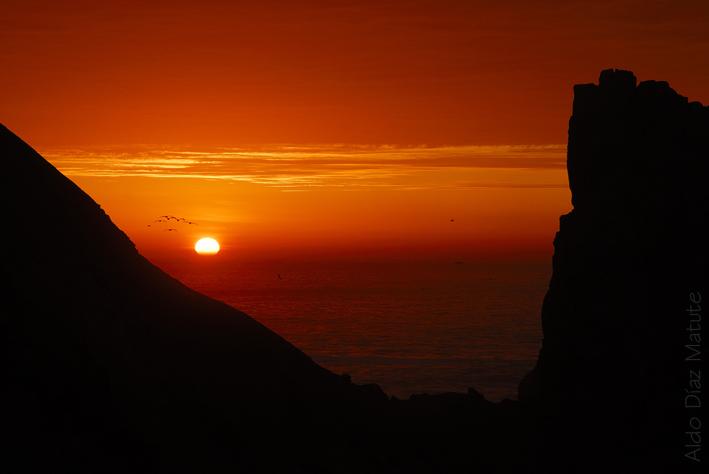 Luz entre montañas