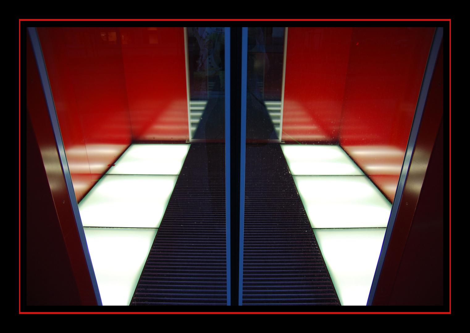 LVM Eingang nach Feierabend