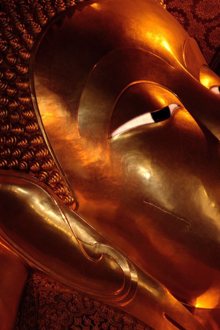 Lying Budda
