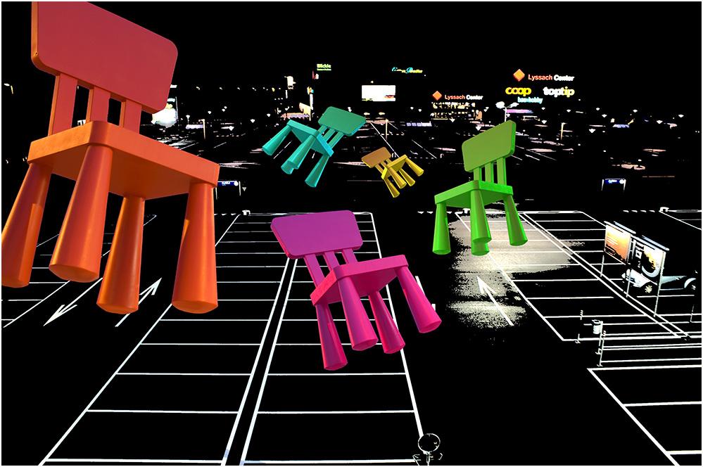 Lyssacher Schoppingmeile - flying IKEA-Chairs im Landeanflug