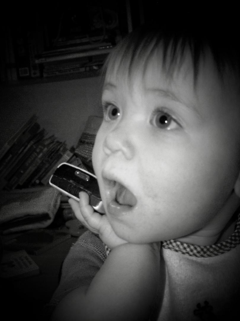 Ma petite fille au Cellulaire