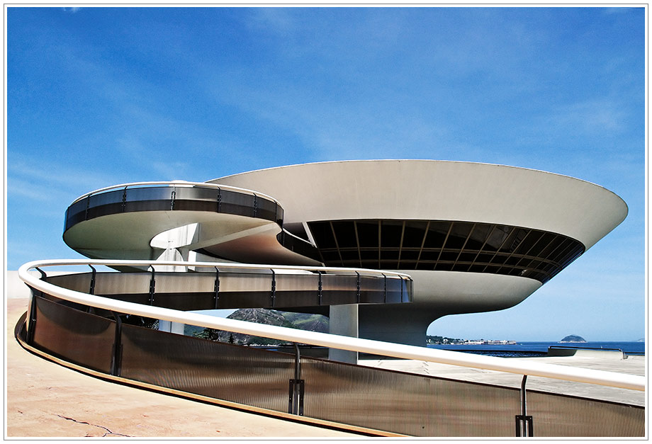 mac - Museu de Arte Contemporânea by Oscar Niemeyer