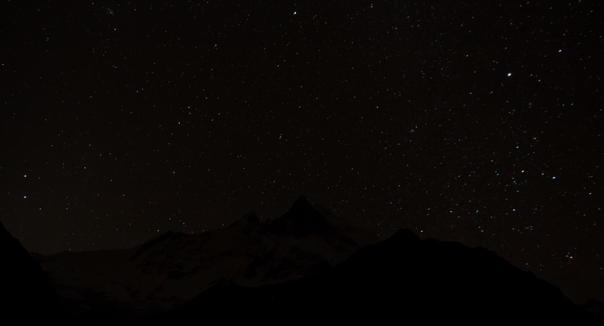 Machapuchare sous les étoiles