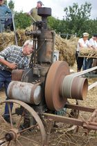 machine battage blé à l'ancienne