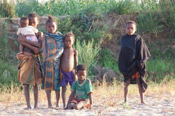 Madagakar 2006, River Tsiribinhvna
