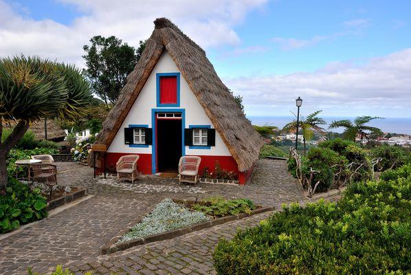 Madeira - traditionelles Strohhaus