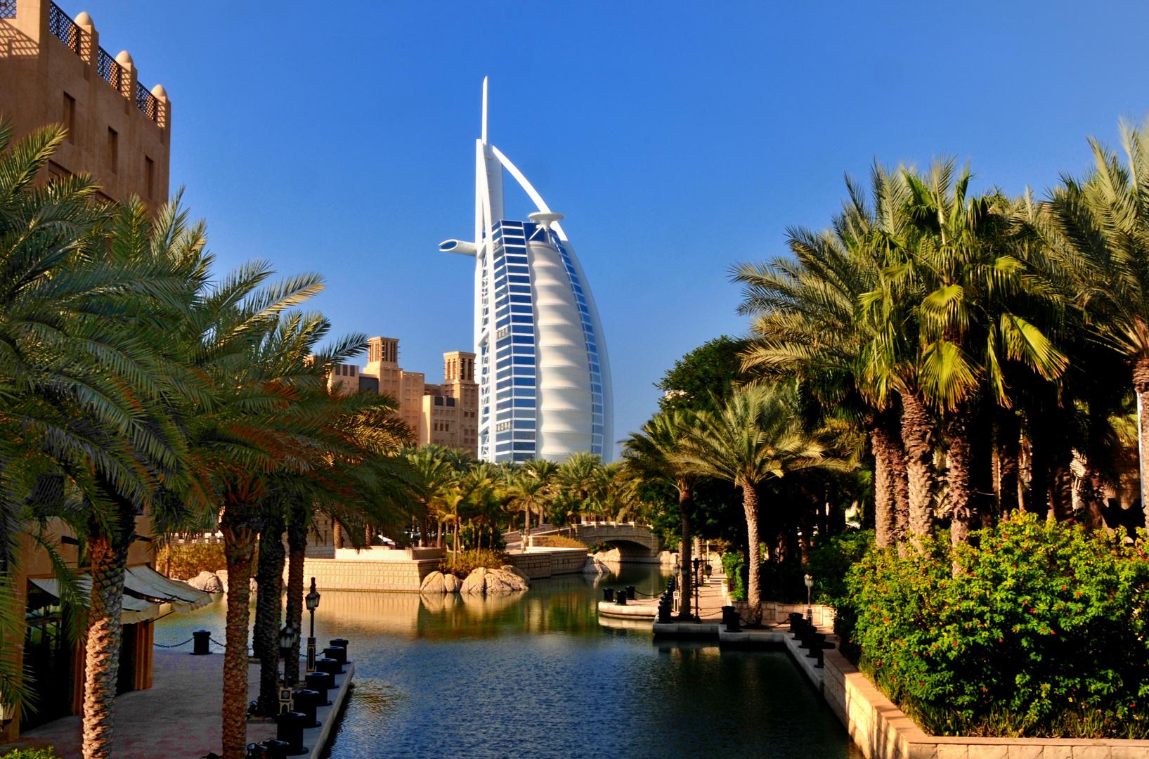 Madinat Jumeirah mit Burj Al Arab