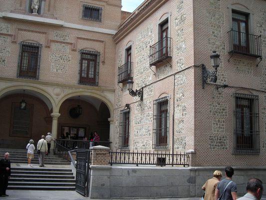 """MADRID - entrée d""""une église dans la vieille ville"""