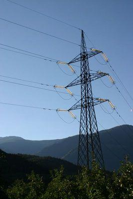 Mächtig viel Strom ?? Oder beleuchtete Isolatoren ??