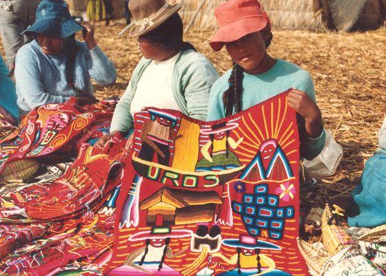 Mädchen auf dem Titicaca-See / Peru