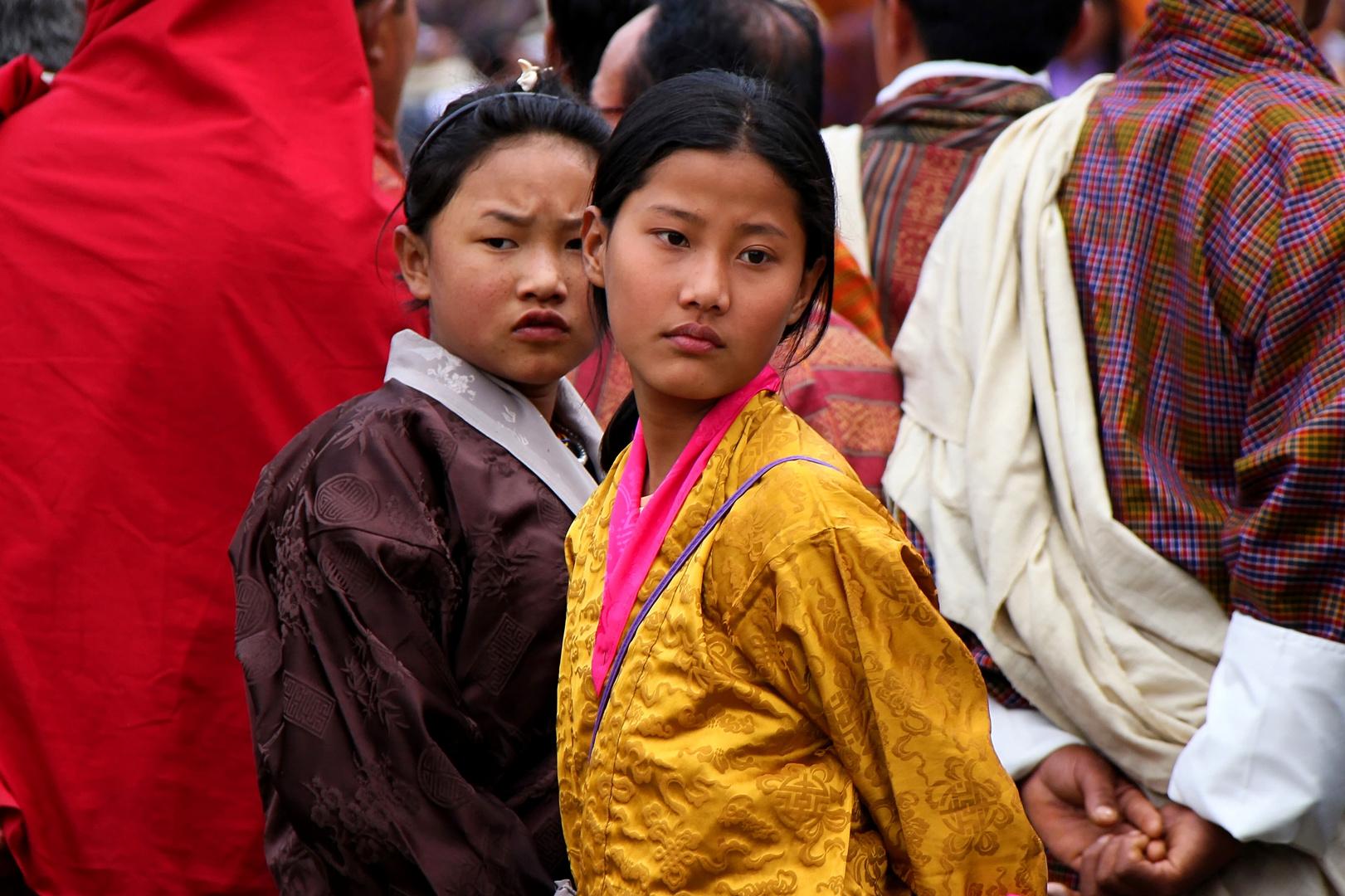 Mädchen bei Klosterfest in Bhutan