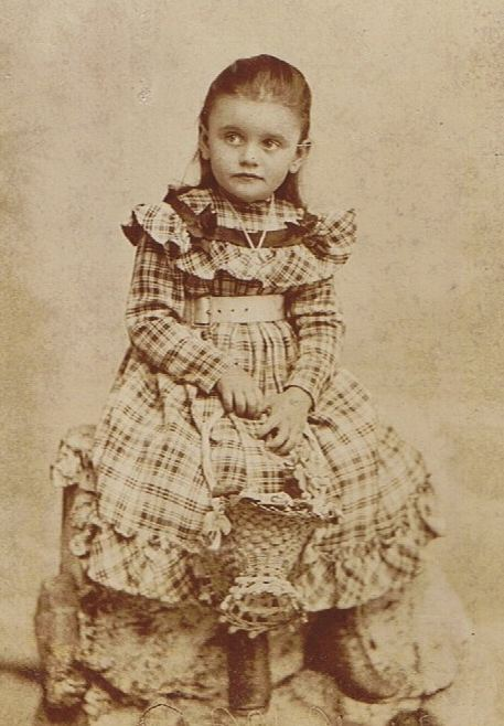 Mädchen-Ende des XIX. Jahrhunderts