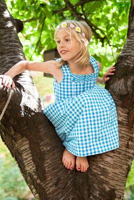 Mädchen im Baum