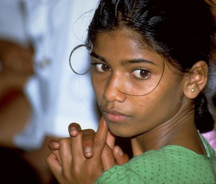 Mädchen im Gebet