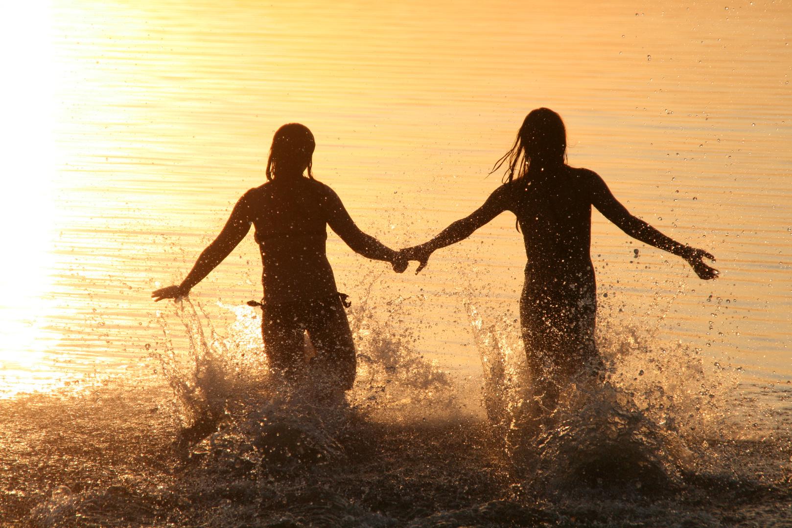 Mädchen in der Abendsonne
