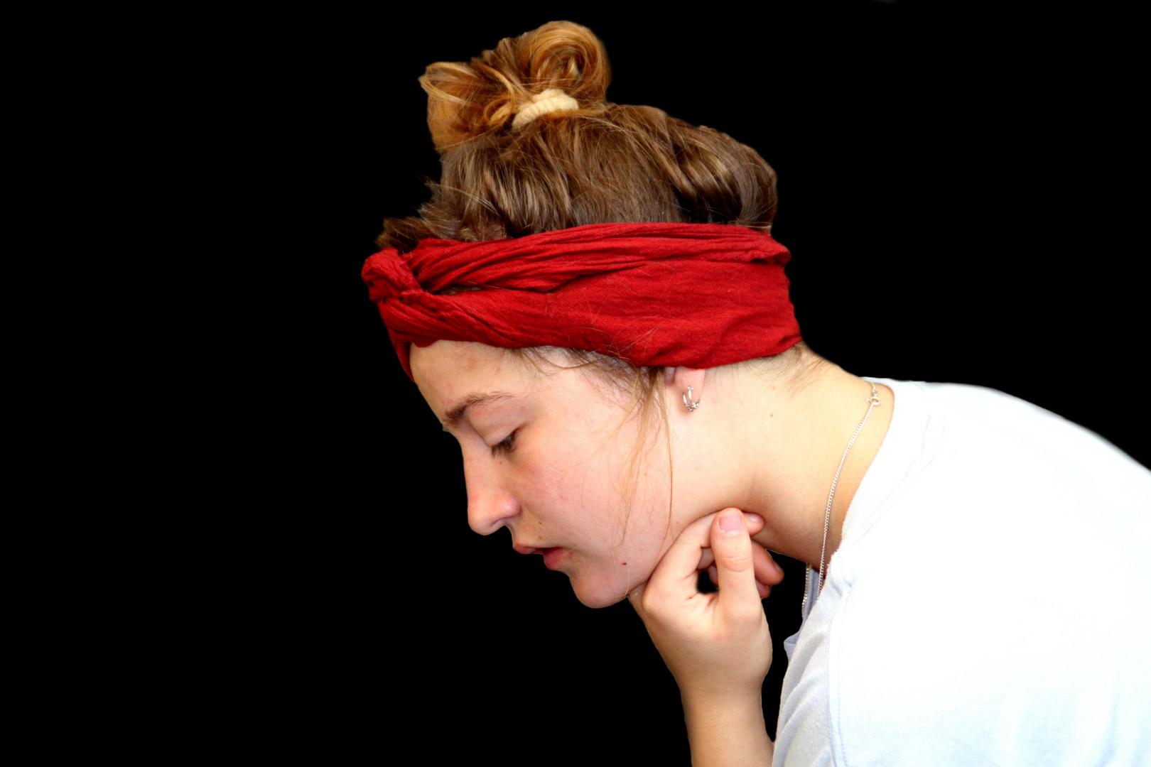 Mädchen mit rotem Tuch