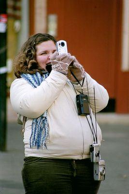 Mädchen mit vier Kameras