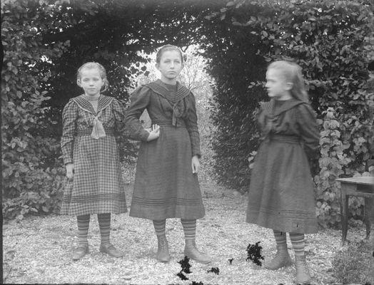 Mädchen Mode von vor 100 Jahren