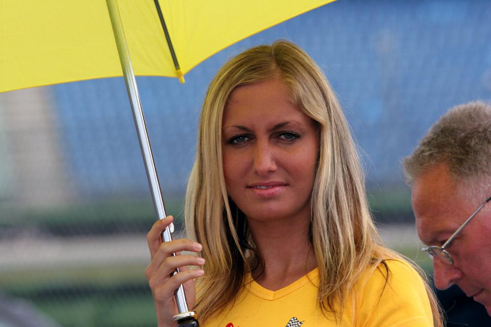 Mädel mit Schirm