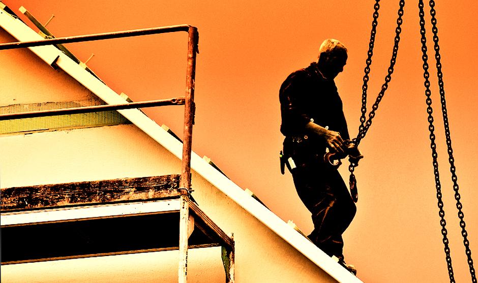 .. Männer die auch Dächern arbeiten ..