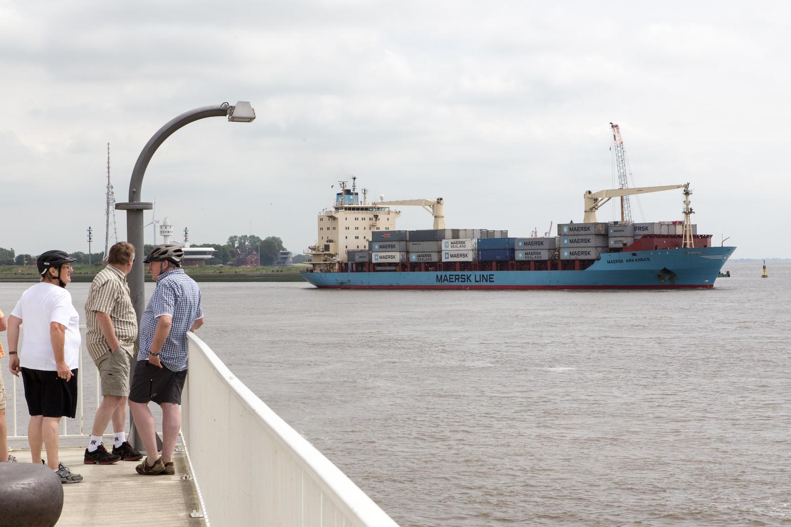 Maersk Arkansas fährt auf der Elbe in die Nordsee