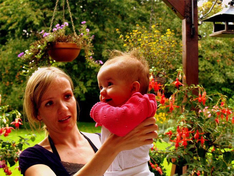 Magdalena mit Mama, zu Besuch bei Opa und Oma