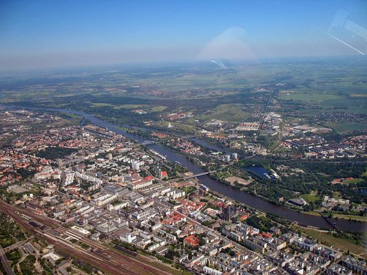 Magdeburg aus 800m bei schönstem Sonneschein