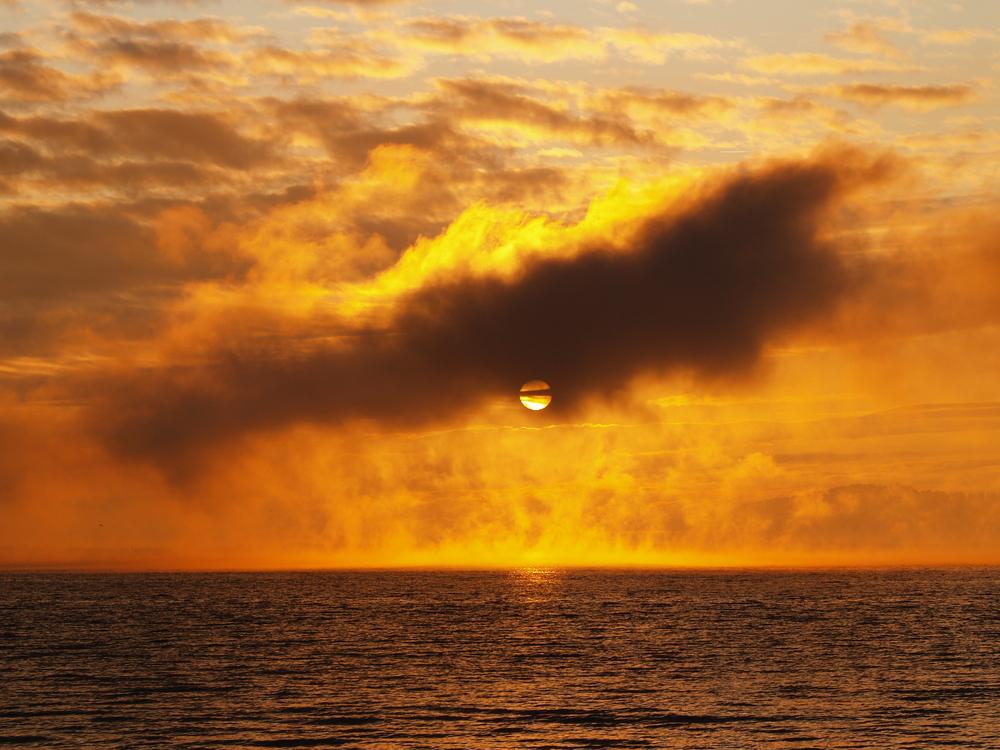 magie d un lever de soleil , entre feu et eau