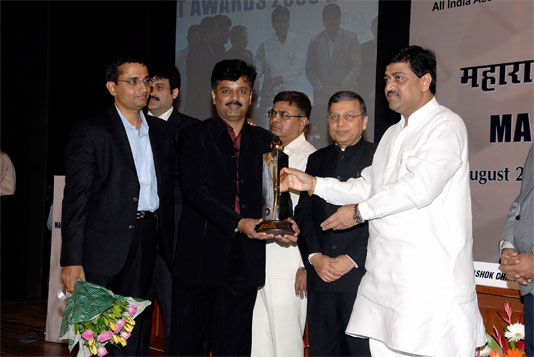"""""""Maharashtra IT Award - IT Unique Software Security Solution"""" presented to Quick Heal Technologies"""