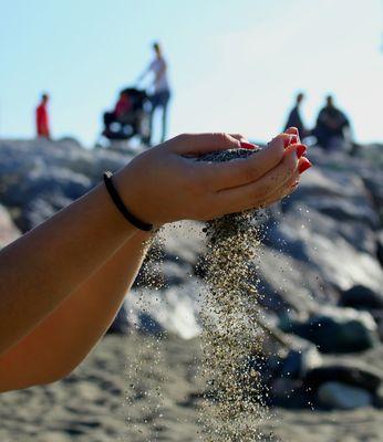 Mai smetteremo di giocare con la sabbia...