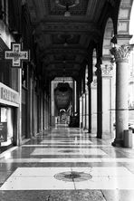 Mailand am Morgen (Apotheker)