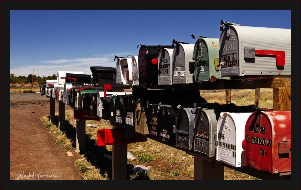 Mailboxes in full desert, boîtes à lettres en plein désert