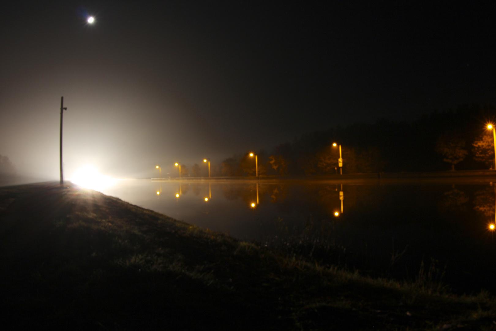 Main-Donau-Kanal bei Nacht.