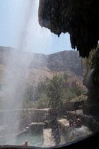 Ma'in - hinter dem Wasserfall