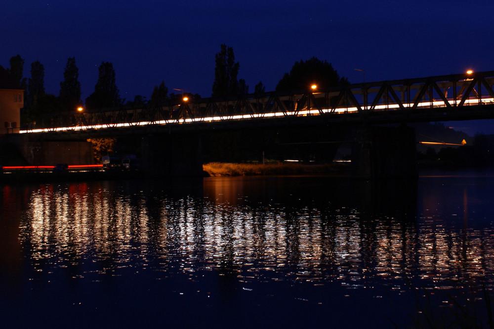 Mainbrücke bei Nacht