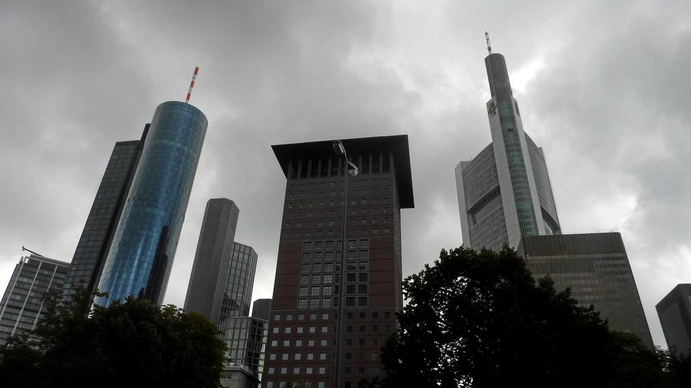 Maintower mit 199,5m-JapanCenter-Commerzbank mit 300,10m