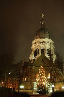 Mainz Christuskirche bei Nacht