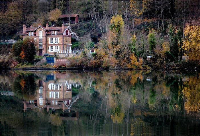 maison , bord de seine