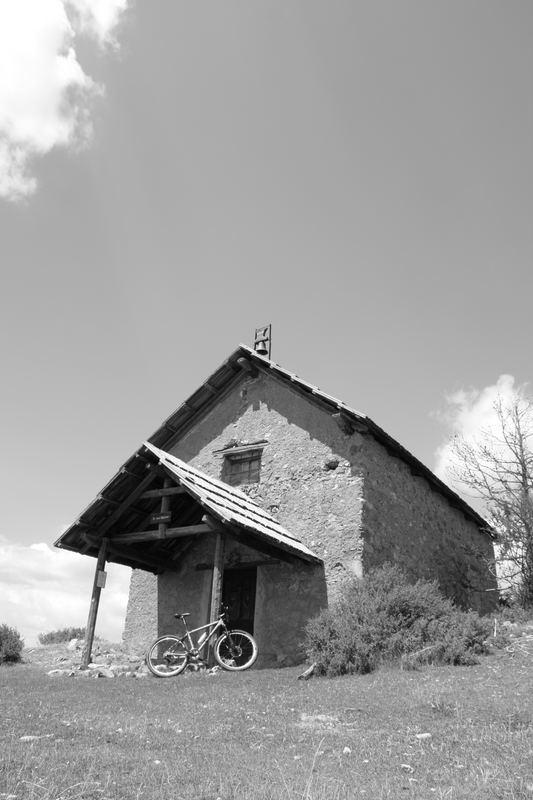 Maison de noir et de balnc