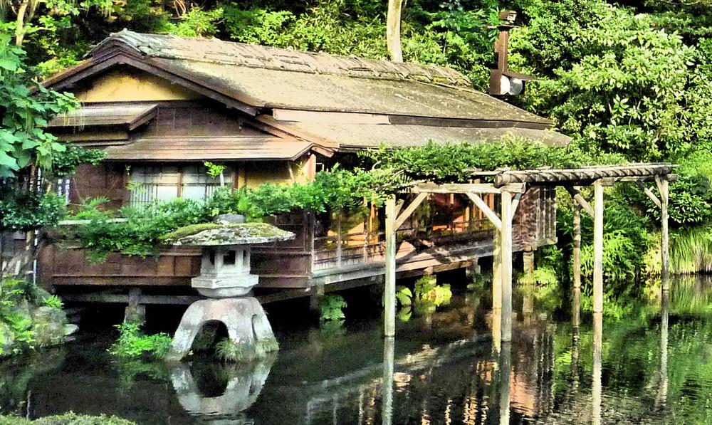 maison on lake