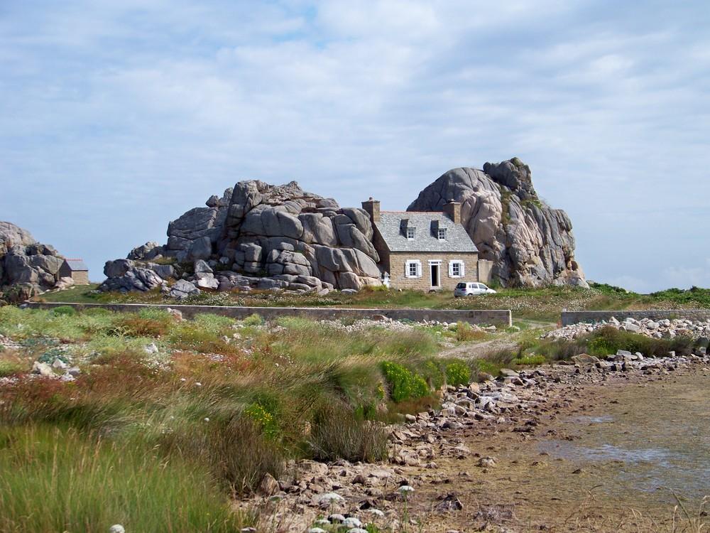 maisons dans la pierre à Plougrescant ( cotes d'armor )