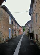 maisons de village et goudron.......