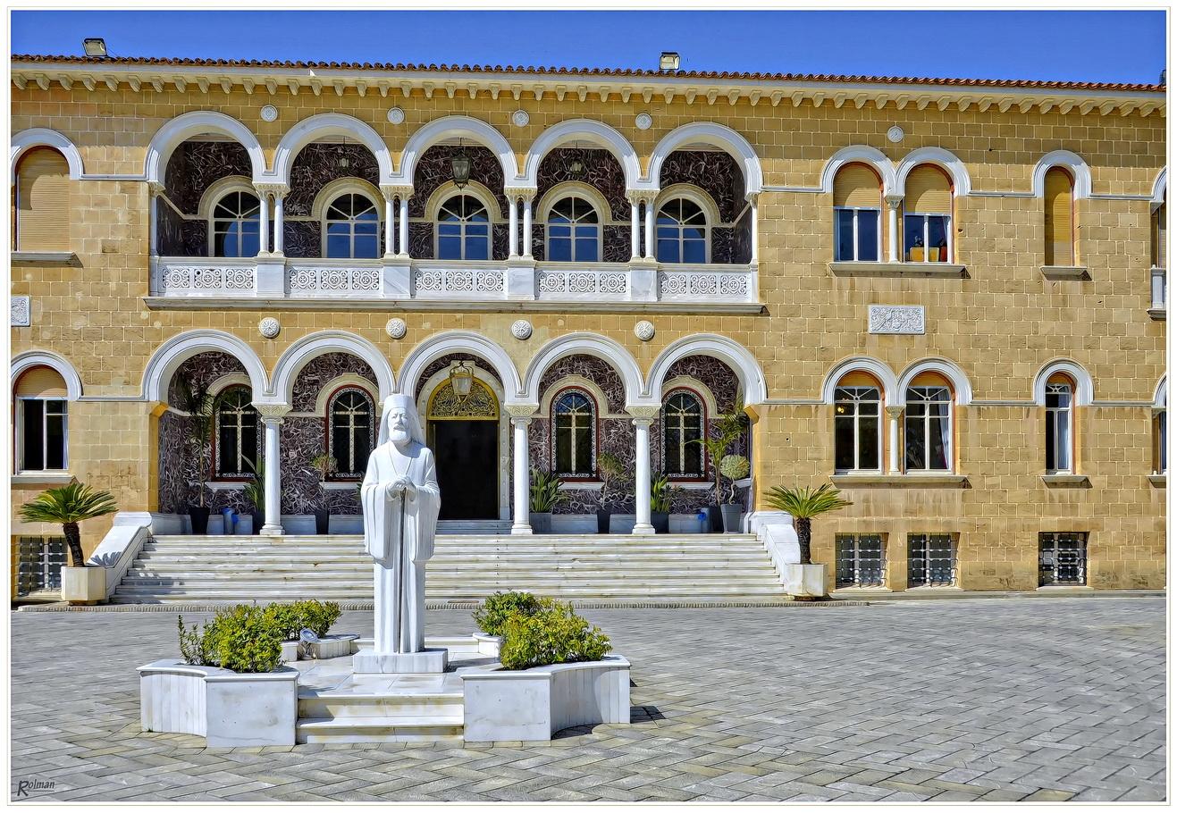 Makarios-Statue vor dem Bischofspalast (Nikosia - Zypern)