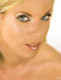Make-up Artist Nicci