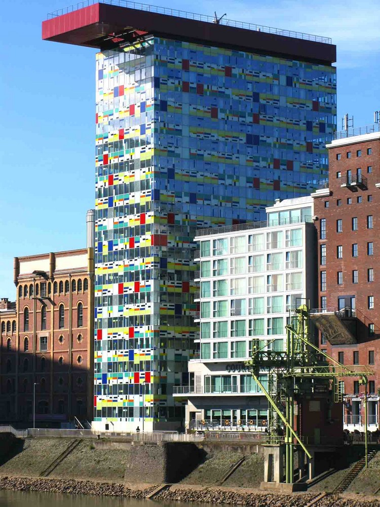 """Mal etwas """"FARBE"""" Neuer Medienhafen """"Düsseldorf"""" Febr.2008"""