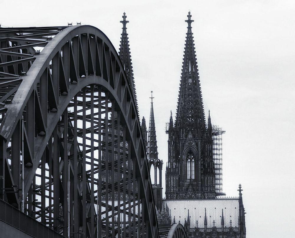 Mal von der anderen Seite......die Brücke zum Dom