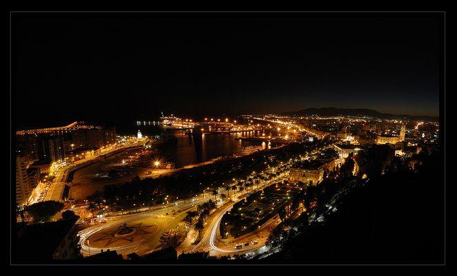 Malaga bei Nacht
